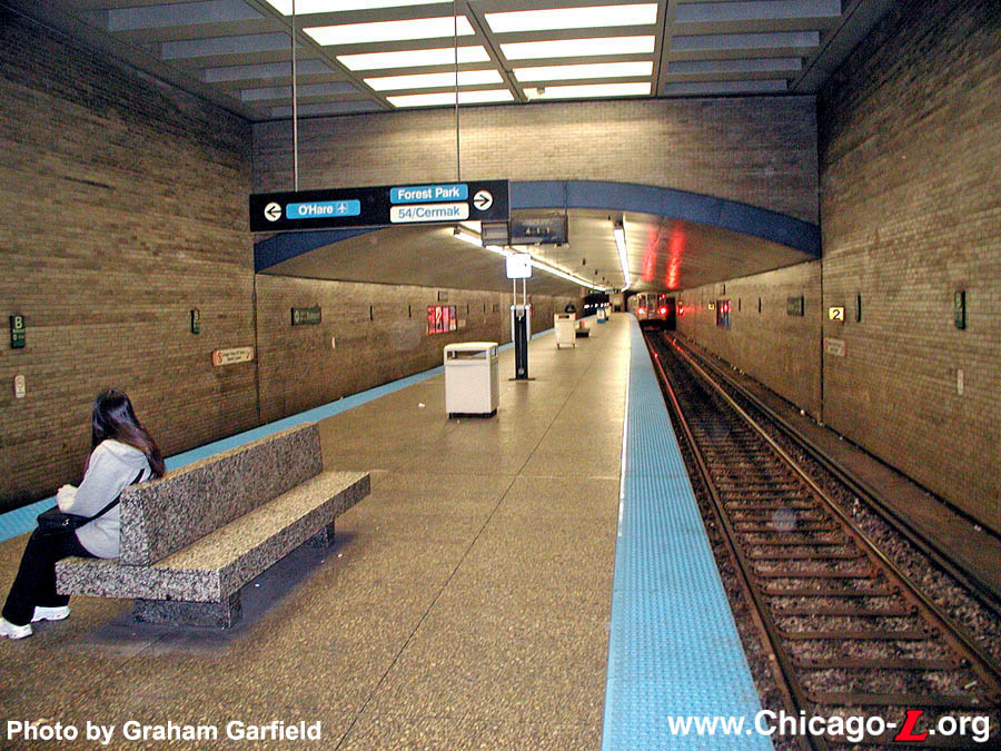 Chicago l stations belmontkimball belmonts platform achieves a spacious feeling thanks to its high coffered ceilings and column free environment this view looks south on october 23 sciox Gallery